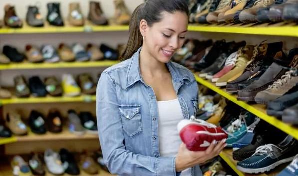 De juiste maat schoenen vinden bij de winkel
