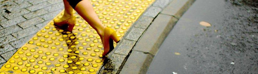 geurtjes ontstaan door vochtige schoenen, zoals na een regenbui