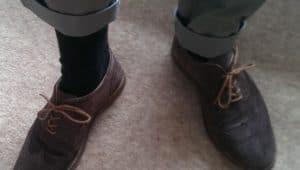 Draag donkere sokken bij donkere schoenen