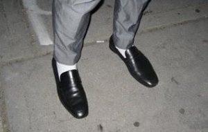 Vermijd lichte kleuren bij donkere sokken