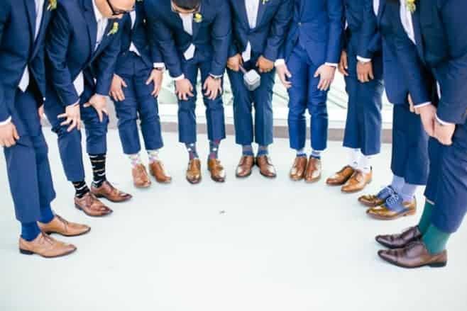 Welke kleur sokken onder blauw pak - titel