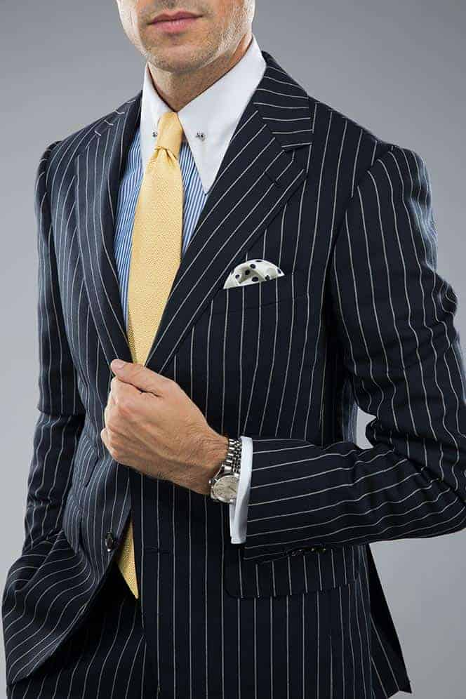 Welke kleur stropdas bij een blauw pak- Goudkleurige stropdas
