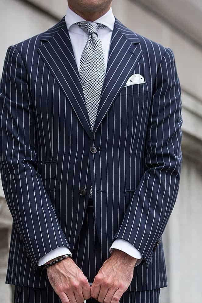 Welke kleur stropdas bij een blauw pak- Plaid stropdas in een frisse kleur