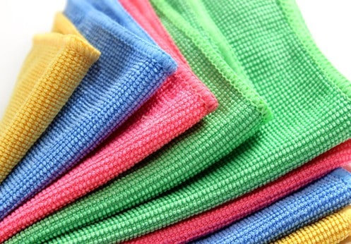 Schoonmaken met een microvezel handdoek