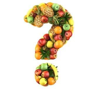 Fruit en groente gearrangeerd in de vorm van een vraagteken