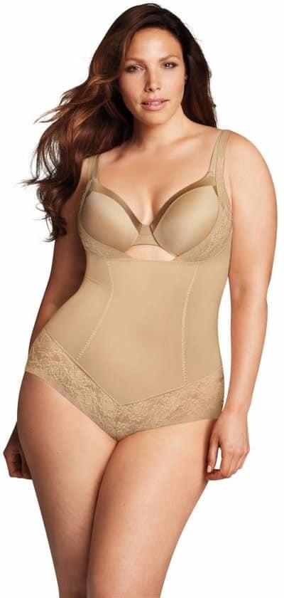 Voorbeeld van WYOB shapewear plus size kleur nude