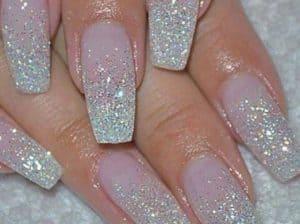 nageldesigns- schitterende zilveren glitters op acrylnagels