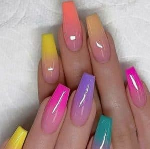 ombre kleurverloop op acrylnagels van 1 kleur naar een andere