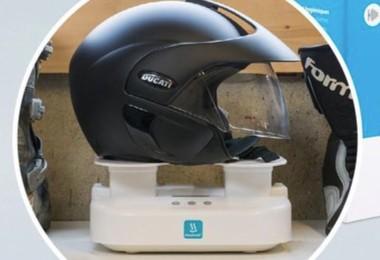 ook een helm kan je reinigen met de twee extra steunen hiervoor