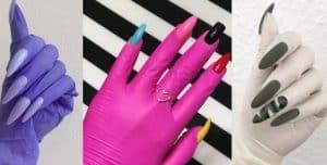 nagels aangebracht op handschoenen van rubber in verchillende kleuren